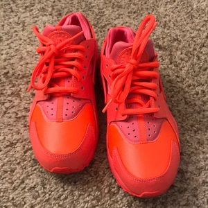 Women's hot lava Nike huarache